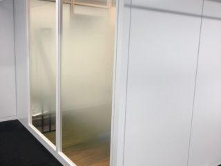 東京都千代田区 オフィス工事 ガラスパーテーション新設
